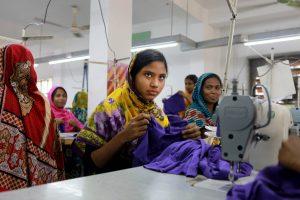 Usine Beximco, Gazipur.  Cette usine est une des plus grandes du Bangladesh. Avec une production de plus de 50 000 jeans par jour. Parmi les clients de cette usine, on compte ZARA, H&M, Kiabi...